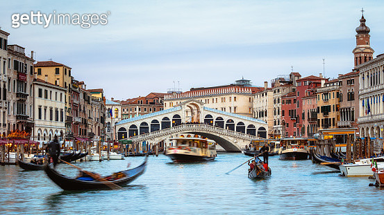 Rialto bridge on the Grand Canal at sunset, Venice, Italy - gettyimageskorea