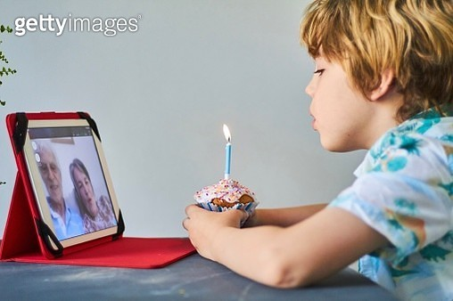 Child making a video call with family - gettyimageskorea