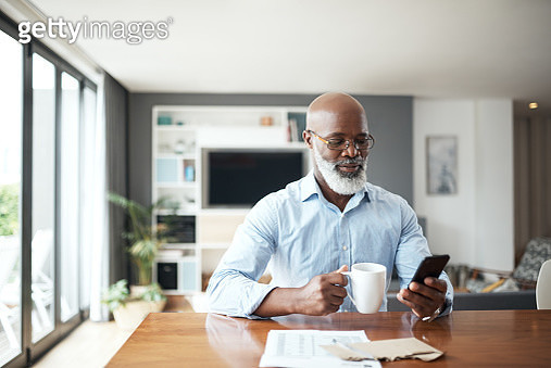 Staying updated on the stock market - gettyimageskorea