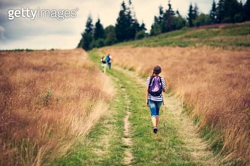Kids hiking on a dirt road - gettyimageskorea