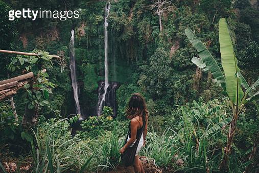 Backpacker at Sekumpul waterfall in north Bali - gettyimageskorea