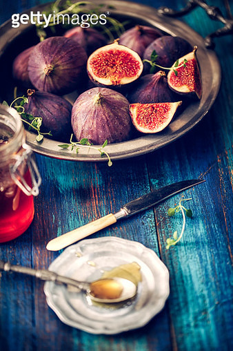 Figs and Sweet Honey on Wooden Background - gettyimageskorea