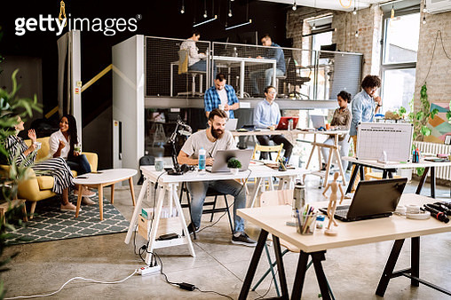Comfortable co-working space, some coworkers arriving at work - gettyimageskorea