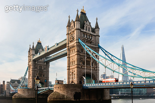 Tower bridge with red bus and the Shard in the background, London, United Kingdom - gettyimageskorea