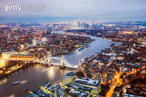 Elevated view of Tower bridge and river Thames at dusk, London, United Kingdom - gettyimageskorea