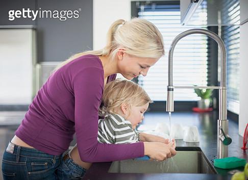 washing hands - gettyimageskorea