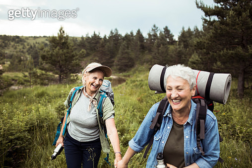 Close up of two senior female friends hiking together - gettyimageskorea