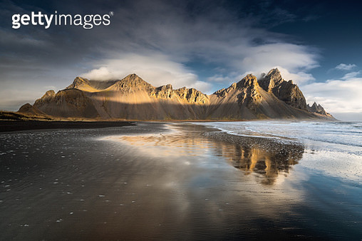 Icelandic mountains in the sunrise - gettyimageskorea