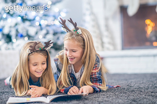 Two girls reading - gettyimageskorea