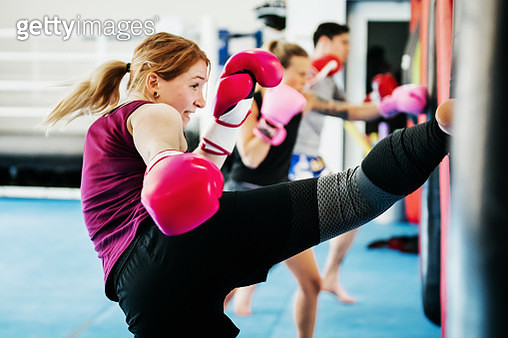 Group Of Women Kickboxing Together At Gym - gettyimageskorea