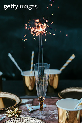 new years eve table with sparky lights - gettyimageskorea