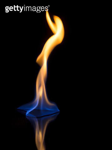 Full frame of flames and natural fire, on a black background, - gettyimageskorea