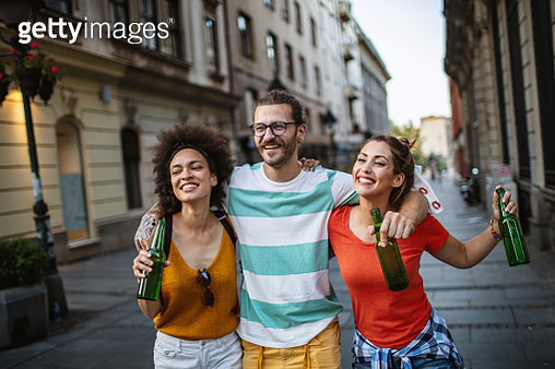 Friends having great time in the city - gettyimageskorea
