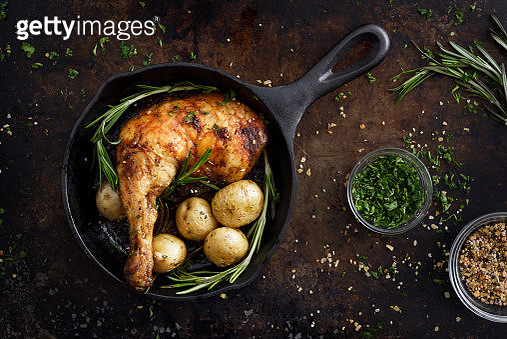 Chiken leg and potatoes in a skillet - gettyimageskorea