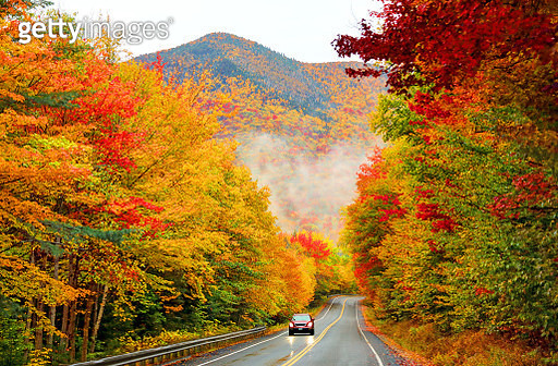 The 34-mile Kancamagus Highway cuts an east-west channel through the White Mountain National Forest in New hampshire - gettyimageskorea