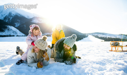 Portrait of family with two small children enjoying snow in winter nature. - gettyimageskorea