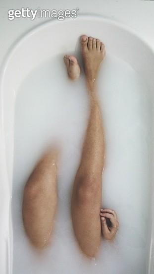 Low Section Of Woman Taking Bath In Bathtub - gettyimageskorea
