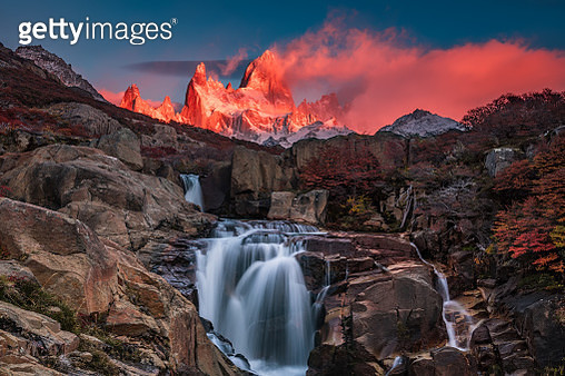 Autumn at Fitz Roy Mountain, El Chalten, Patagonia, Argentina - gettyimageskorea