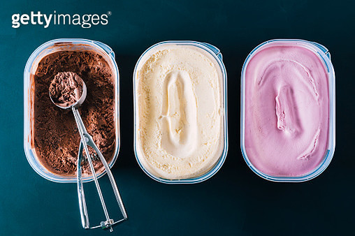 Chocolate, vanilla and strawberry ice cream tubs with scoop - gettyimageskorea
