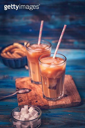 Preparing Iced Coffee - gettyimageskorea