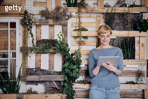 Smiling woman using tablet - gettyimageskorea