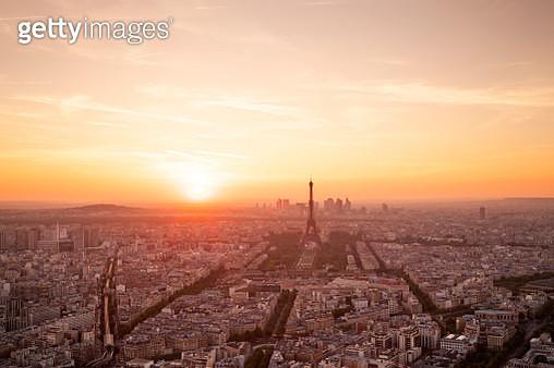 Aerial Paris Skyline Sunset At Golden Hour - gettyimageskorea