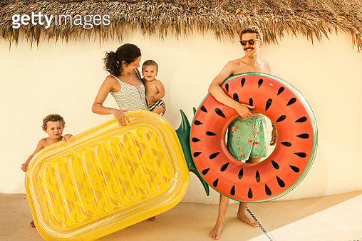 Family going to the beach - gettyimageskorea