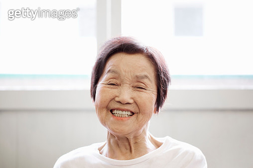 Portrait of senior woman in her 80's smiling at home - gettyimageskorea