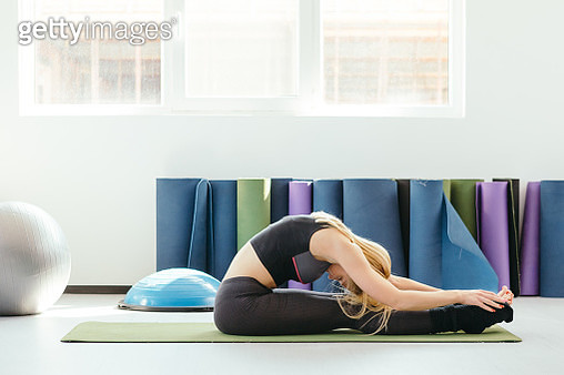 Young Woman Practicing Yoga in a Fitness Studio - gettyimageskorea