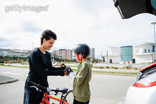Let me Give you A Hand - gettyimageskorea