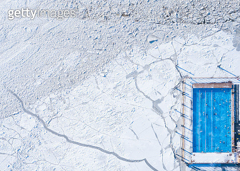 Wintery top-down aerial view of a heated swimming pool next to frozen Baltic sea in Helsinki - gettyimageskorea