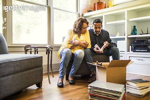 Senior couple packing books to move - gettyimageskorea