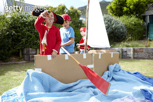 Boys playing pirates together - gettyimageskorea