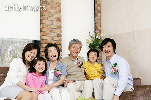 Grandparents and parents sitting with children (6-11) on sofa, smiling, portrait - gettyimageskorea