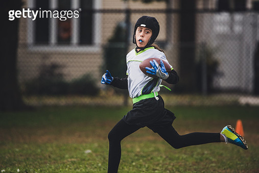 A girl playing flag football. - gettyimageskorea
