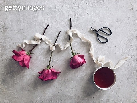 Three roses and a cup of herbal tea - gettyimageskorea