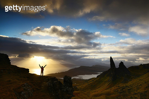 Sunrays over The Old Man of Storr - gettyimageskorea