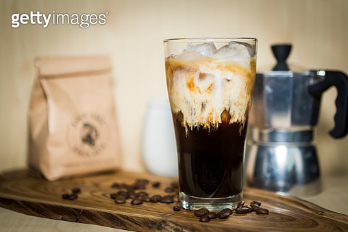 Close-Up Of Iced Coffee On Cutting Board - gettyimageskorea