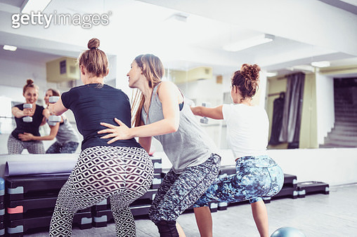 Female Athlete Team Working With Instructor - gettyimageskorea