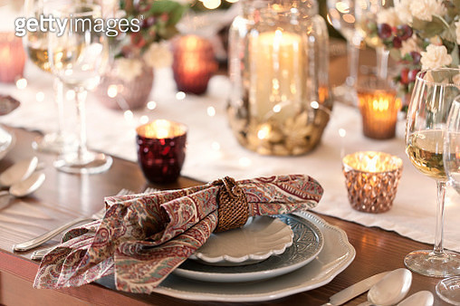 Thanksgiving or Christmas holiday elegant dining table place settings - gettyimageskorea