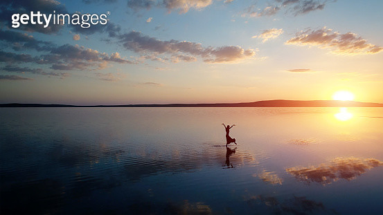 Ballerina dancing on the lake at sunset. - gettyimageskorea