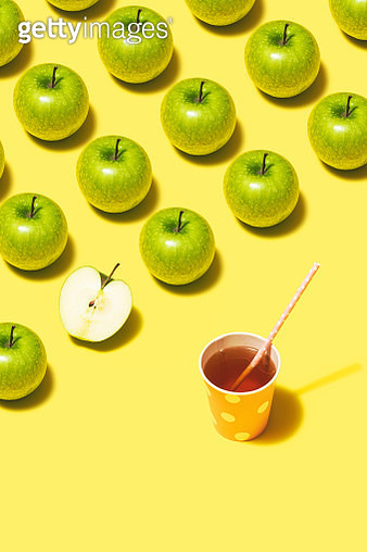 Green apple juice and apples flat lay on yellow background - gettyimageskorea