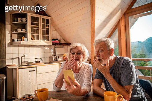 Senior couple having a video call on their phone - gettyimageskorea