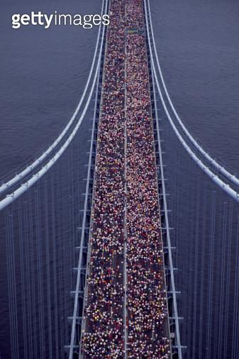USA, New York City, marathon race across Verrazano Narrows Bridge, elevated view - gettyimageskorea