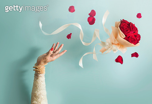 Bride throwing bouquet in mid air. - gettyimageskorea