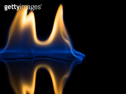 Full frame of flames and natural fire, on a black background. - gettyimageskorea