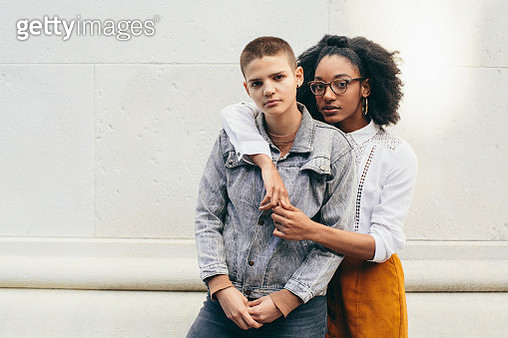 Portrait Of Two Young Adult Friends - gettyimageskorea