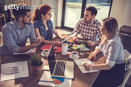 Group of young entrepreneurs communicating on a meeting  at casual office. - gettyimageskorea