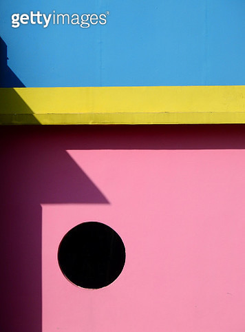 Colorful Of Wooden Wall With Hole - gettyimageskorea