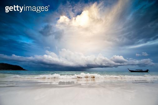 Rain in the sea - gettyimageskorea